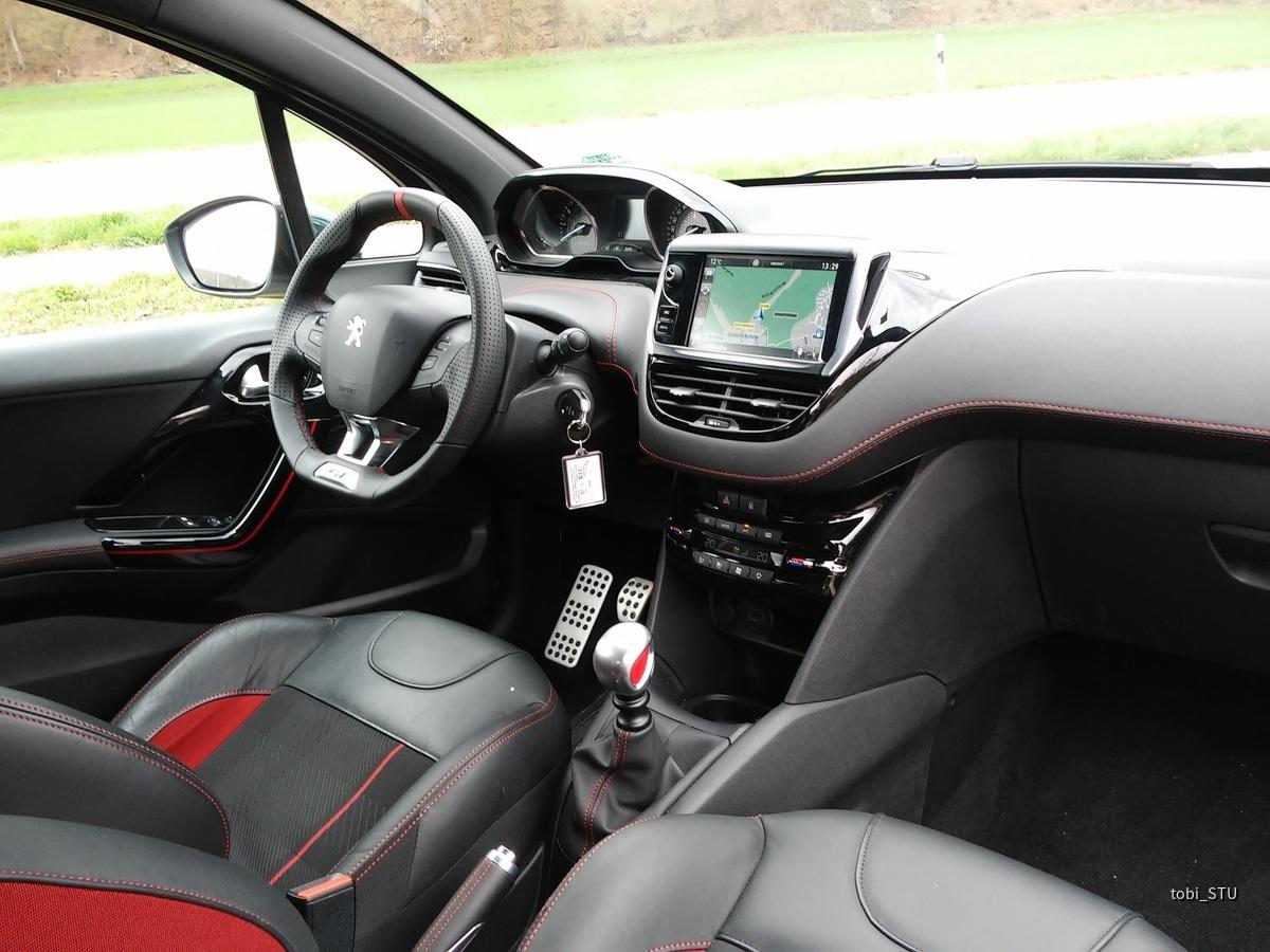 Peugeot 208 GTi(3)