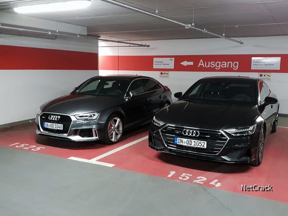 RS3 und A7 auf Audi On Demand Parkplatz