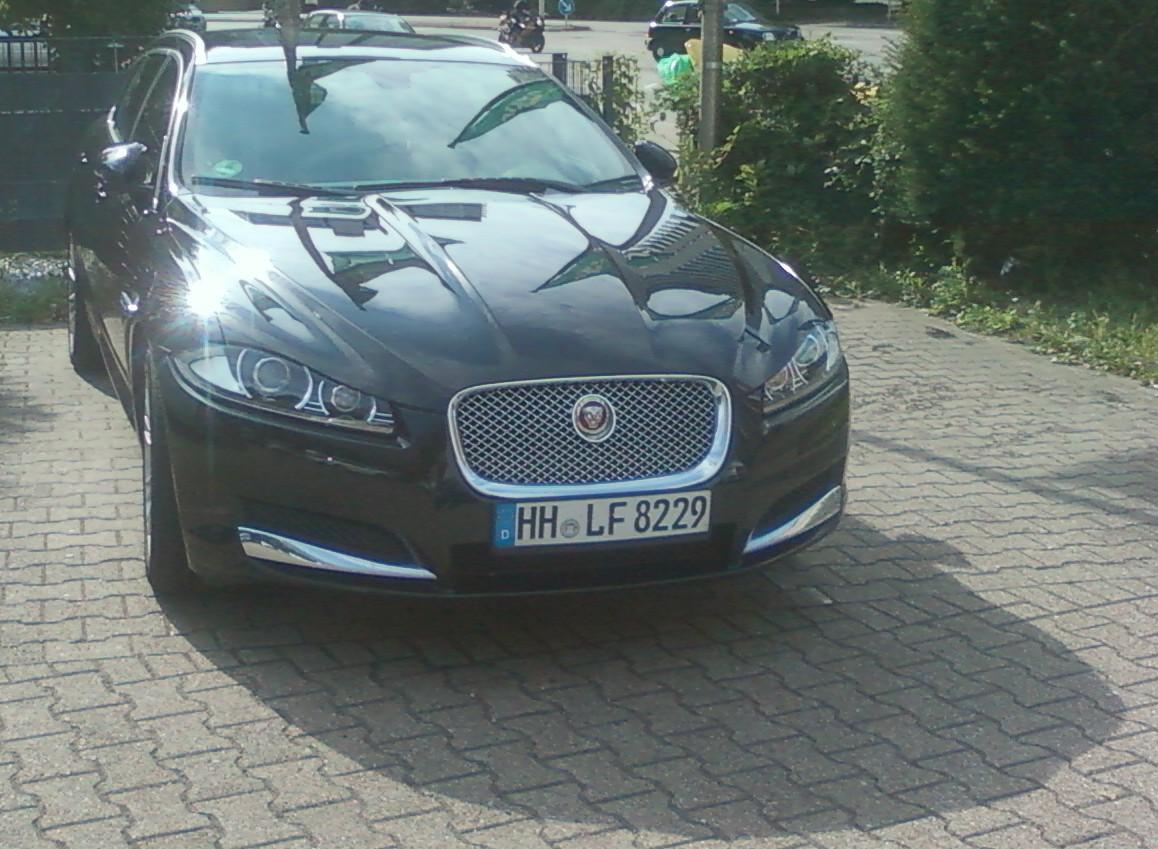 Jaguar XF an Station Mülheim