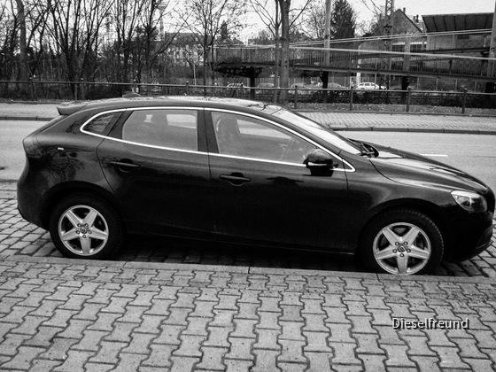 Volvo V40 D3 Aut. | Hertz Frankfurt
