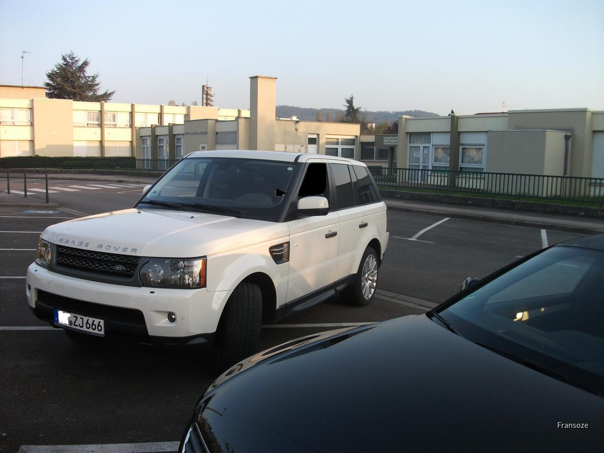 Ganz neue Range rover sport HSE from AVIS franchise