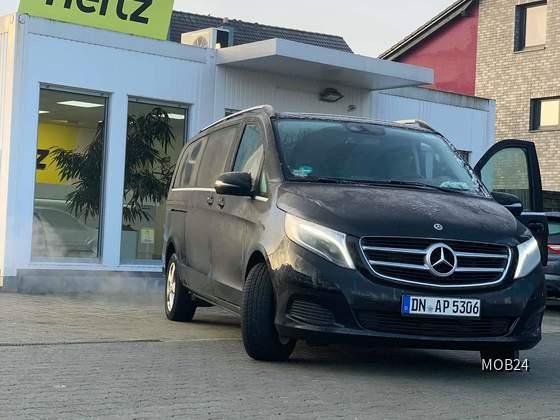 Mercedes Viano 220 cdi bei Hertz in Düsseldorf (Hilden)