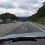 Auf der A8 Richtung Salzburg die Alpen sehen