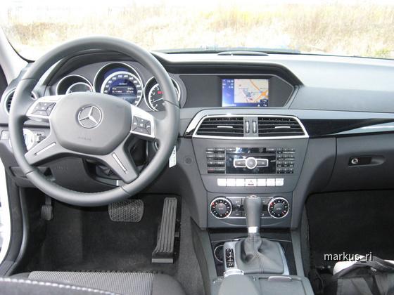 Mercedes C180T, AVIS