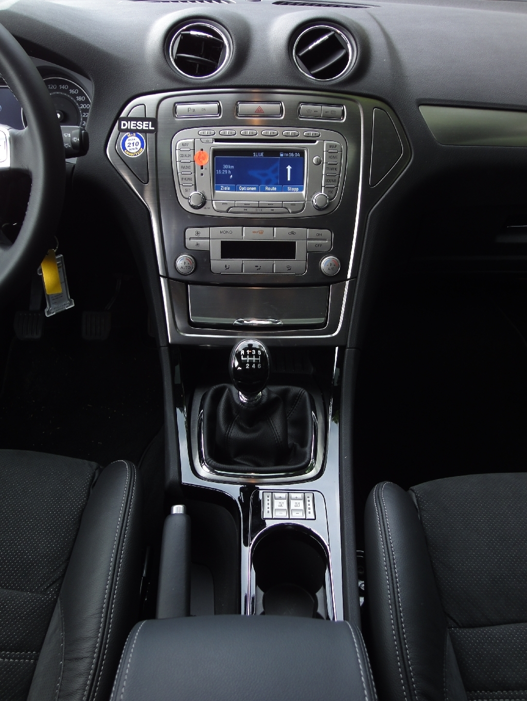 Ford Mondeo 2.0 TDCI | Hertz Düsseldorf