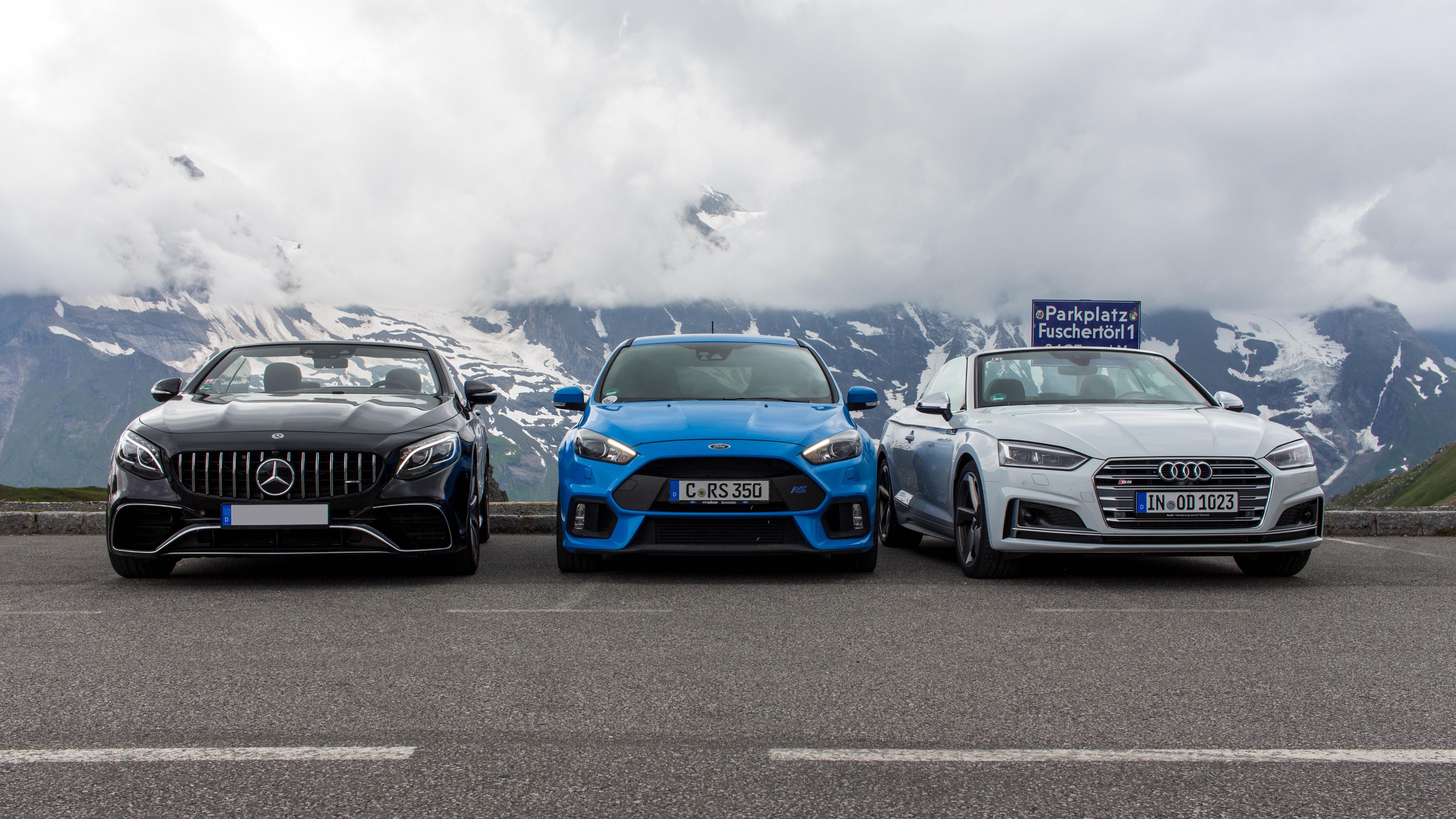 Audi Ford und Mercedes Benz am Parkplatz Fuschertörl Mietwagen